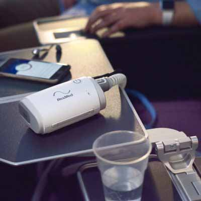 sleep-apnea-travel-cpap-airmini-on-airplane-tray-table-full-photo-1024x741